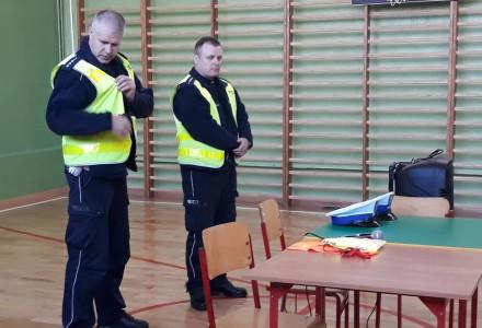 Spotkanie najmłodszych uczniów z policjantami